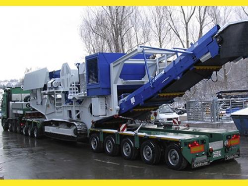 Низкая платформа для перевозки негабаритных грузов.